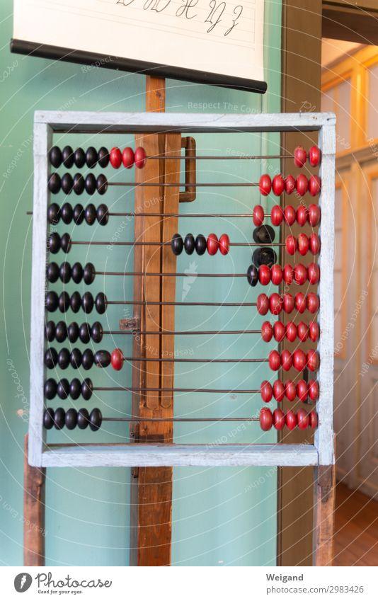 Mathematik Kindererziehung Bildung Wissenschaften Kindergarten Schule lernen Schulgebäude Klassenraum Tafel Kugel rot rechnen Farbfoto Innenaufnahme