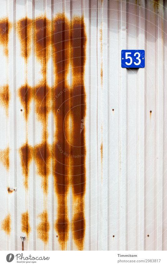 53 Ferien & Urlaub & Reisen Dänemark Fischerhütte Mauer Wand Hausnummer Kunststoff Ziffern & Zahlen einfach trist blau braun weiß Gefühle Färbung Farbfoto