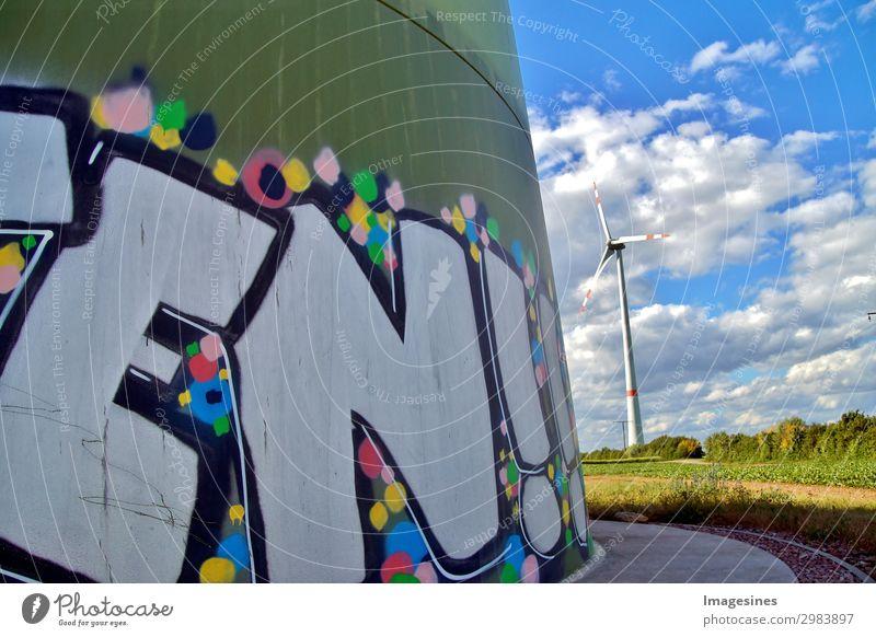 Windkraftanlage, Windgenerator mit Graffiti Malerei. Technik & Technologie Energiewirtschaft Erneuerbare Energie Industrie Umwelt Natur Landschaft Himmel Wolken