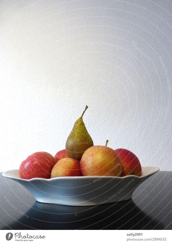 Gesundheit | Vitamine... Apfel Birne Obst Obstteller Teller reif Frucht Lebensmittel Ernährung Bioprodukte lecker süß rot saftig Diät geschmackvoll Obstschale
