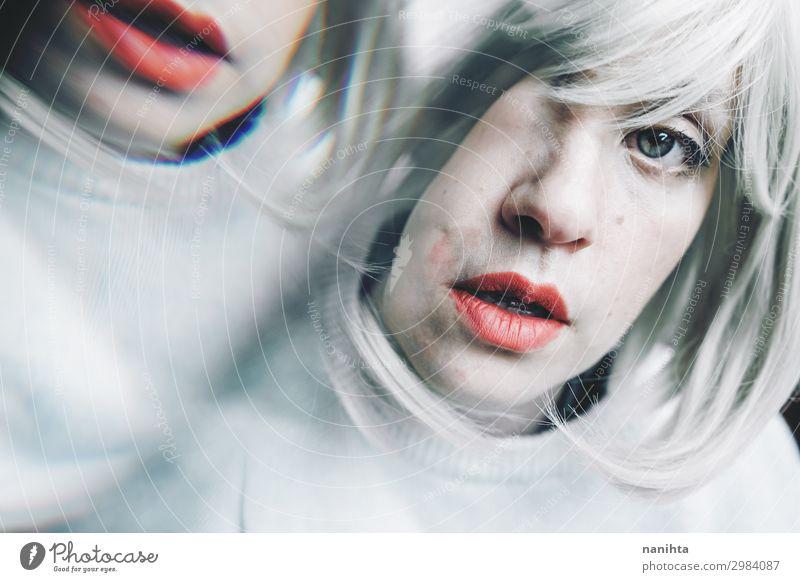 Künstlerisches und konzeptionelles Bild über Persönlichkeitsstörungen Behandlung Medikament Spiegel Mensch feminin Frau Erwachsene 1 18-30 Jahre Jugendliche
