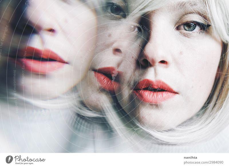 konzeptionelles Bild über Persönlichkeitsstörungen schön Rauschmittel Spiegel Mensch feminin Frau Erwachsene 1 30-45 Jahre Kunst blond Traurigkeit dunkel
