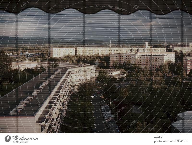 Plattitüde Bautzen Lausitz Deutschland Kleinstadt Stadtrand bevölkert Haus Hochhaus Gebäude Wohngebiet Plattenbau Wohnblöcke Mauer Wand Fassade Balkon Fenster