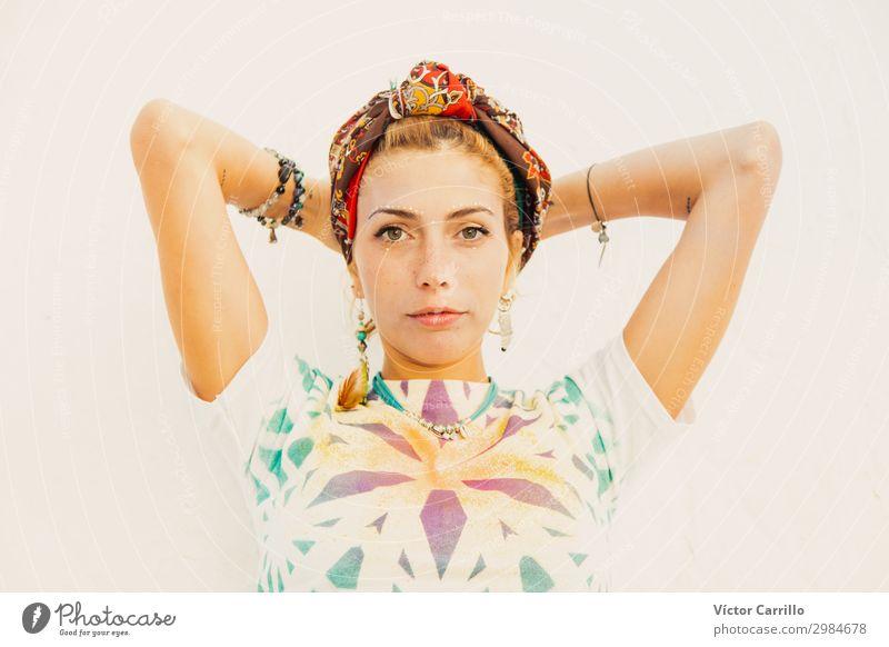 Ein Bohemian Blondine Boho Girl im Sommer Lifestyle elegant schön Wellness Leben harmonisch Wohlgefühl Sinnesorgane Erholung Ferien & Urlaub & Reisen Mensch