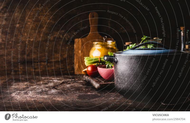 Gusseisen Topf mit frischen Kräutern und Küchenutensilien Lebensmittel Kräuter & Gewürze Ernährung Abendessen Geschirr Stil Design Gesunde Ernährung