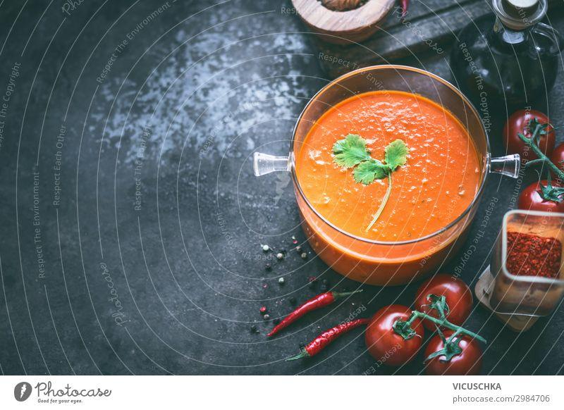 Hintergrund mit Tomatensuppe Lebensmittel Gemüse Suppe Eintopf Ernährung Mittagessen Bioprodukte Vegetarische Ernährung Diät Geschirr Topf Stil Design