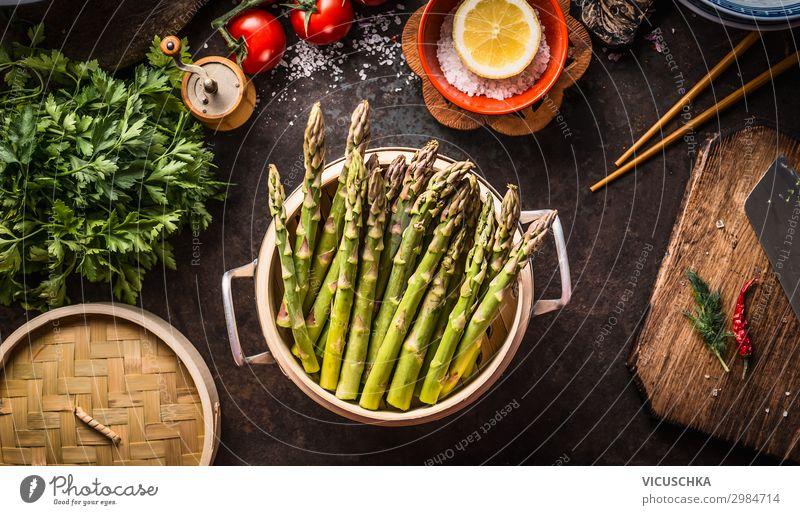 Grüne Spargel kochen Lebensmittel Gemüse Ernährung Bioprodukte Vegetarische Ernährung Diät Geschirr Topf Stil Gesunde Ernährung Häusliches Leben Restaurant