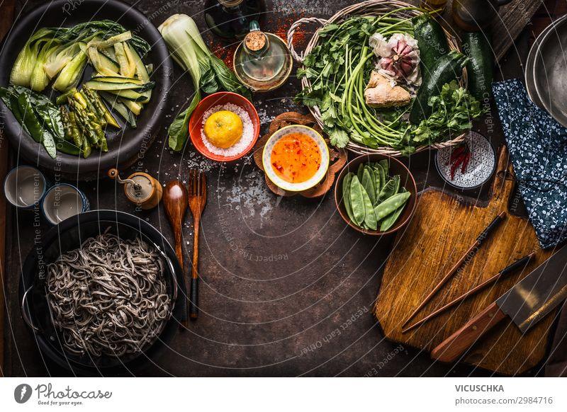 Asiatisches Essen Hintergrund. Vegetarische Zutaten. Lebensmittel Gemüse Kräuter & Gewürze Ernährung Bioprodukte Vegetarische Ernährung Diät Asiatische Küche