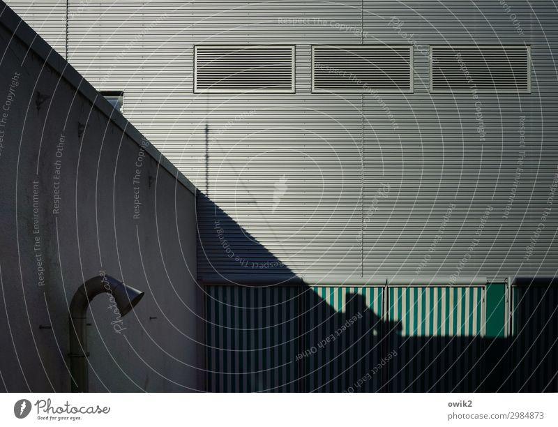 Metallbau Luckenwalde Brandenburg Kleinstadt Haus Mauer Wand Fassade modern streng abweisend Farbfoto Gedeckte Farben Außenaufnahme Detailaufnahme abstrakt