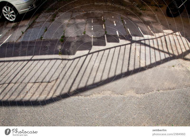 (Schatten einer) Brücke alt Altstadt antik legnica malerisch Polen Schlesien Stadt Licht Fußgängerübergang Fußgängerbrücke Treppe Niveau aufsteigen Abstieg