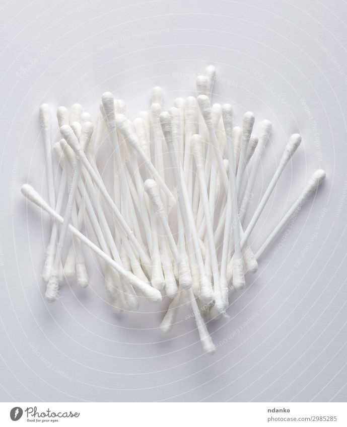 Plastikstäbe mit weißer Baumwolle Gesundheitswesen Medikament Werkzeug Kunststoff Reinigen Sauberkeit weich Hintergrund Beautyfotografie Pflege Reinlichkeit