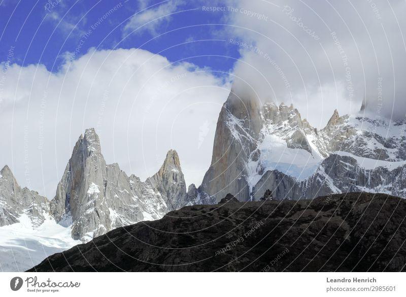 Der Mount Fitz Roy in der goldenen Stunde über dem blauen Himmel Ferien & Urlaub & Reisen Tourismus Sommer Schnee Berge u. Gebirge wandern Natur Landschaft