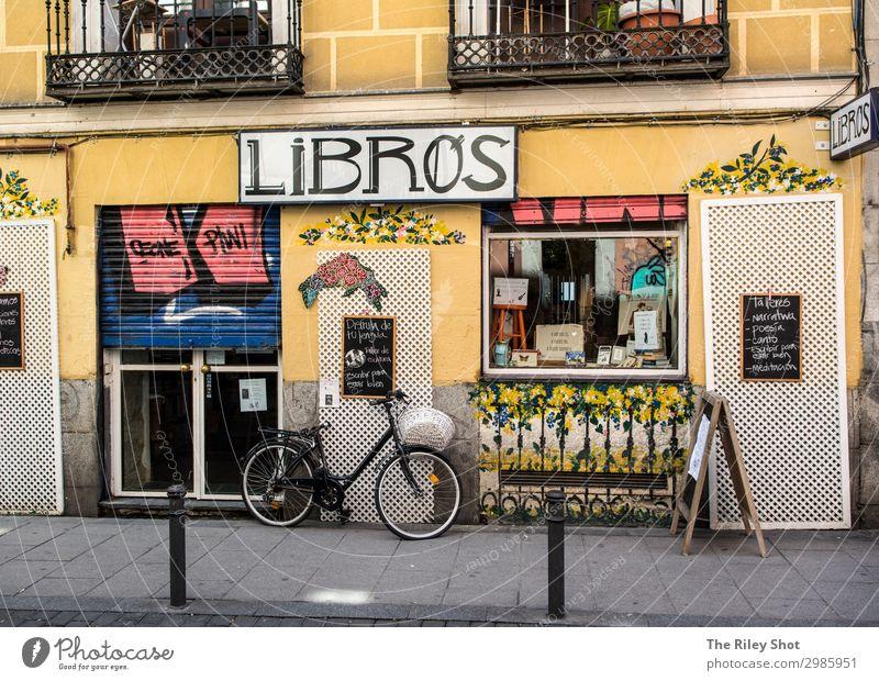 Madrider Straßenszene mit Fahrrad Lifestyle kaufen Wellness Freizeit & Hobby Ferien & Urlaub & Reisen Tourismus Ausflug Fahrradtour Stadt Altstadt Verkehr