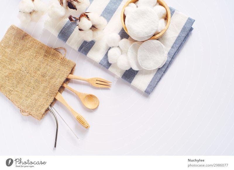 Flache Verlegung von nachhaltigen Produkten Löffel Lifestyle Wellness Küche Werkzeug Stoff Zahnbürste Holz einfach modern natürlich Sauberkeit braun weiß