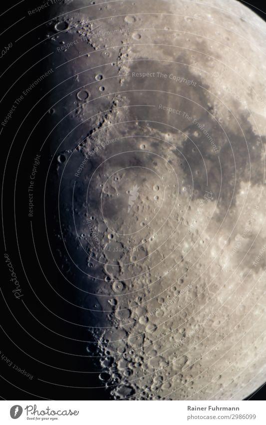 Ausschnitt des Halbmondes mit dem Mare Imbrium und Mare Serenitatis Mond Nacht Himmel Himmelskörper & Weltall Krater Schatten Astrofotografie Detail