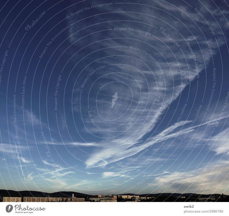 Rush Hour Ferne Freiheit Himmel Wolken Horizont Kleinstadt Stadtrand Haus verweht Kondensstreifen oben Umweltverschmutzung Emission Plattenbau Bautzen Lausitz