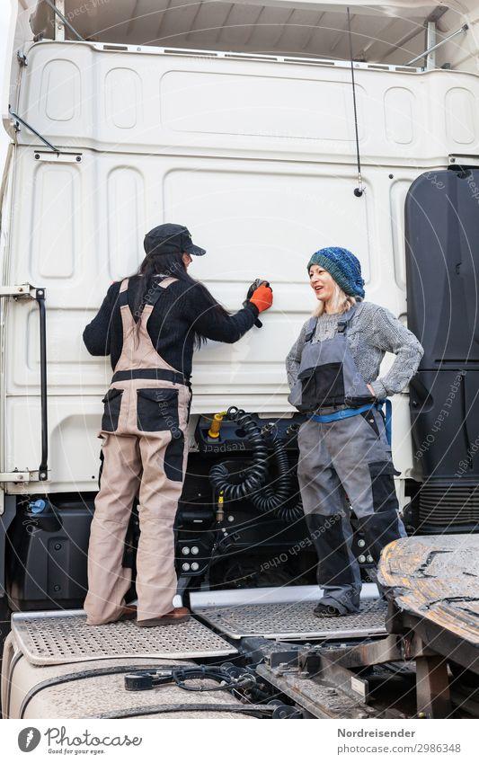 Freitag Nachmittag Arbeit & Erwerbstätigkeit Beruf Arbeitsplatz Güterverkehr & Logistik Mittelstand sprechen Team Feierabend Werkzeug Maschine Mensch feminin