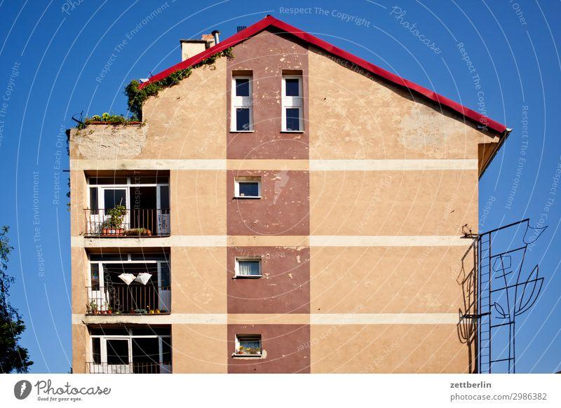 Dachterrasse links alt Altstadt antik Haus legica malerisch Polen Schlesien Stadt Häusliches Leben Wohnhaus Wohnhochhaus Terrasse Dachausbau Dachgeschoss Etage