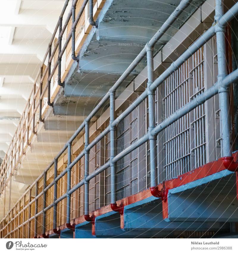 Gefängnis Alcatraz I Menschenleer Bauwerk Gebäude Architektur Gefängniszelle Mauer Wand Tür Sehenswürdigkeit Stein Metall Aggression alt bedrohlich Bekanntheit