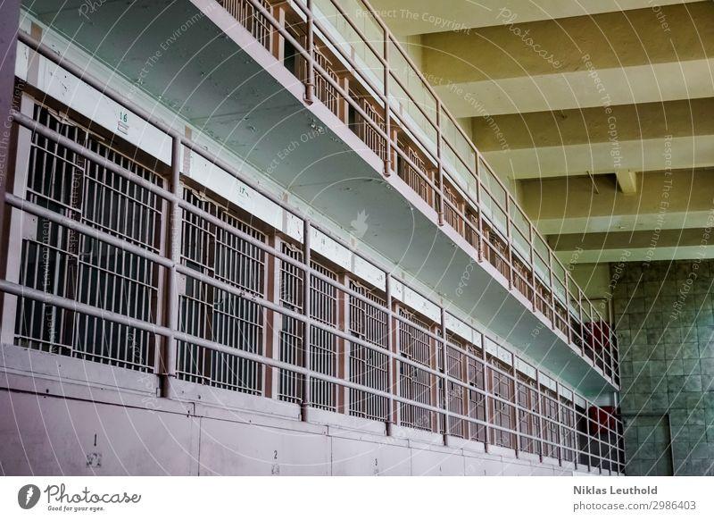 Gefängnis Alcatraz II Menschenleer Bauwerk Gebäude Architektur Gefängniszelle Mauer Wand Tür Sehenswürdigkeit Stein Metall Aggression alt bedrohlich Bekanntheit