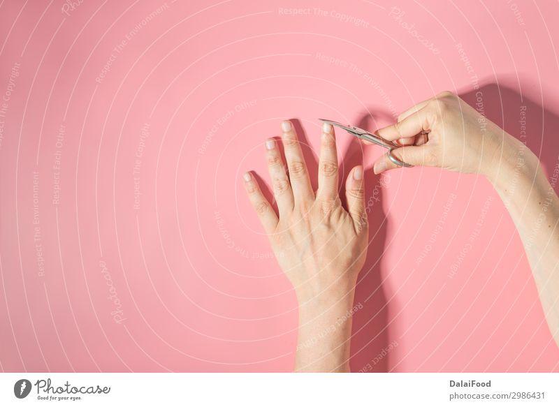 Nagelschneider Makrodetail rosa Hintergrund Lifestyle schön Körper Haut Maniküre Werkzeug Schere Mensch Frau Erwachsene Mann Hand Finger Metall Stahl Sauberkeit