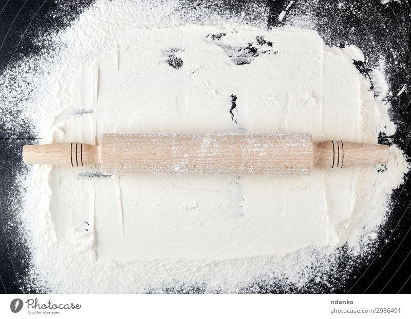 gestreutes weißes Weizenmehl Lebensmittel Teigwaren Backwaren Brot Tisch Küche Holz alt dunkel natürlich oben braun schwarz Hintergrund Bäckerei backen blanko