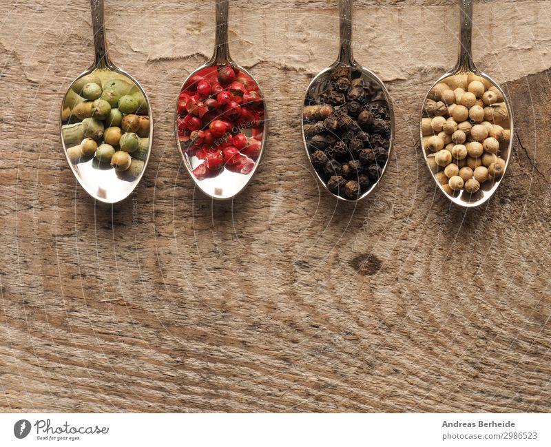 Bunte Pfefferkörner Lebensmittel Kräuter & Gewürze Bioprodukte Löffel Gesunde Ernährung Tisch Holz lecker Kaffeelöffel Vogelperspektive Holztisch rustikal