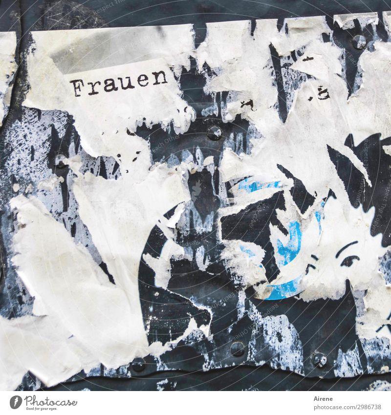 Frauen Mauer Wand Zeichen Schriftzeichen Plakat Papier kaputt lustig verrückt schwarz türkis weiß bizarr Kommunizieren Plakatwand Werbung Rest Text
