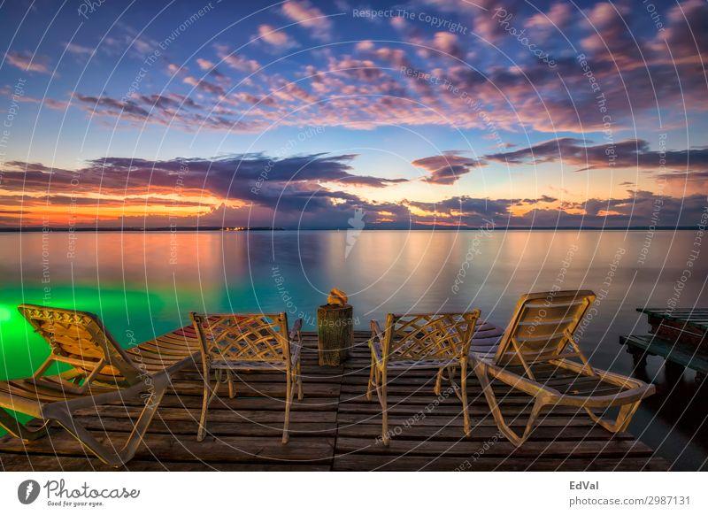 Warten auf den Sonnenaufgang Lifestyle exotisch schön Erholung Ferien & Urlaub & Reisen Tourismus Sommer Strand Meer Stuhl Natur Landschaft Sand Himmel Wolken