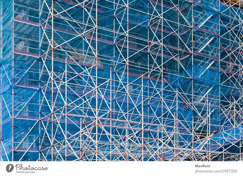 Baugerüst Baustelle Kirche Dom Mauer Wand Fassade Netz blau Schutz Verantwortung einrüsten Montage klettergerüst strukturen metall renovierung Reparatur Maurer