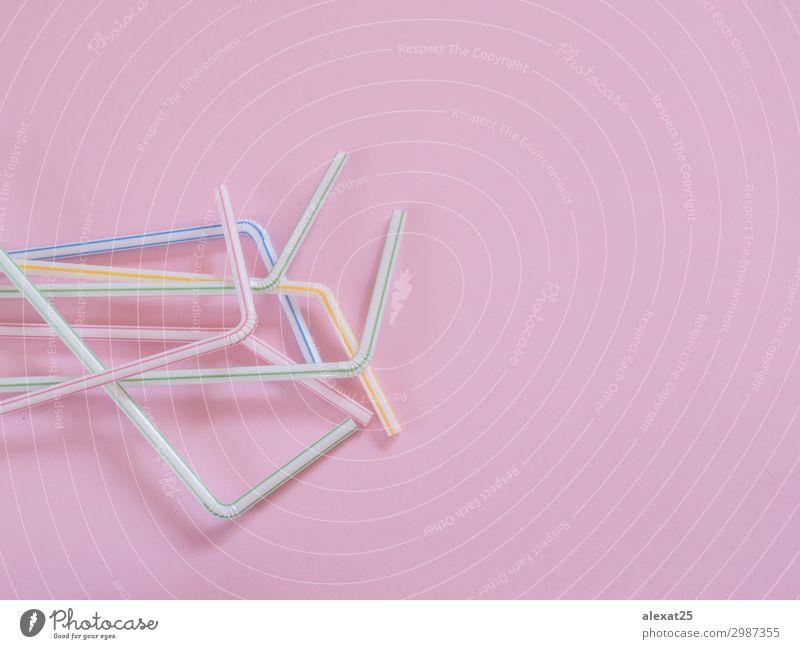 Plastikstrohhalme auf rosa Hintergrund mit Kopiermöglichkeit Getränk trinken Saft Trinkhalm Design Freude Feste & Feiern Umwelt Tube Kunststoff frisch rot
