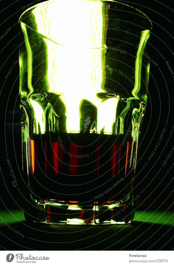 grüne Cola Getränk Bar dunkel Alkohol Glas Foyer