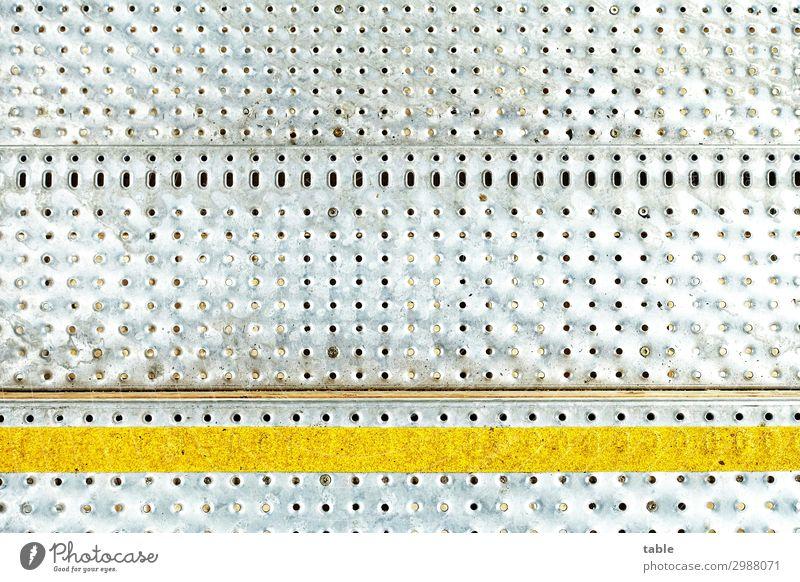 gelbe Linie Ferien & Urlaub & Reisen Stadt kalt Wege & Pfade grau Treppe Metall Ordnung Schilder & Markierungen Beginn gefährlich Hinweisschild bedrohlich