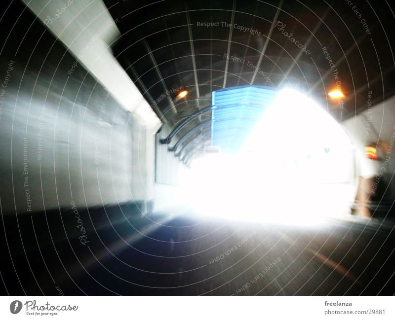Tunnel Licht Verkehr Ausfahrt Ende Überblendung PKW