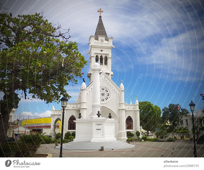 Cathedral of San Pedro de Macorís Hafenstadt Stadtzentrum Menschenleer Kirche Sehenswürdigkeit Erholung blau grau grün weiß Dominikanische Republik