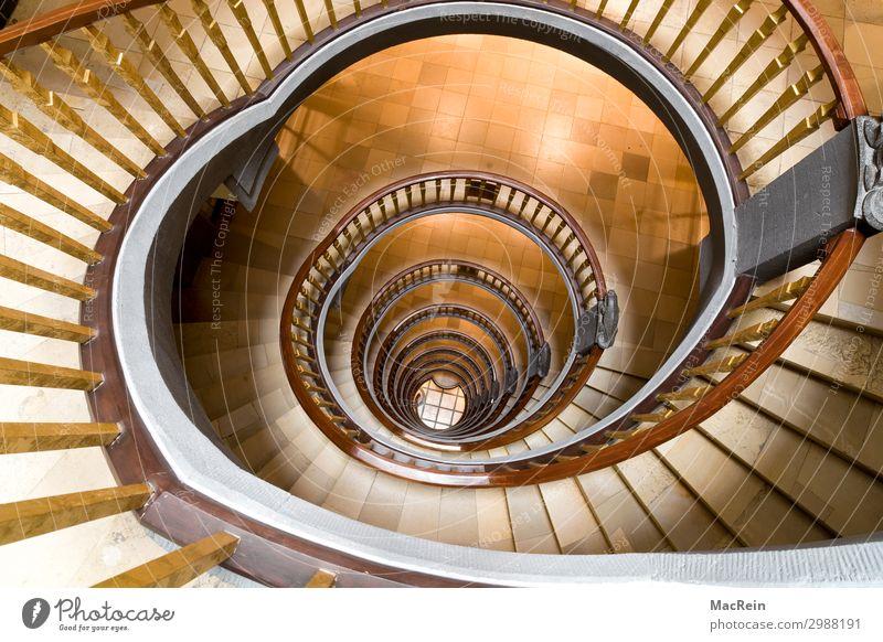 Wendeltreppe Stadt Hafenstadt Menschenleer Architektur Treppe Stein Holz außergewöhnlich historisch braun Treppenhaus schneckenförmig handläufer treppenstufen