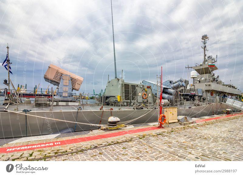 Varna, Bulgarien - 16.Juli 2017: Ein Teil des griechischen Militärmarineschiffs im Hafen. Rakete Griechenland redaktionell Anker Armee Hintergrund Schlacht