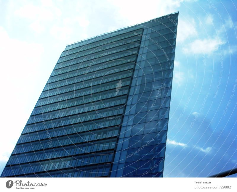 Hochhaus blau Architektur Etage Eckgebäude