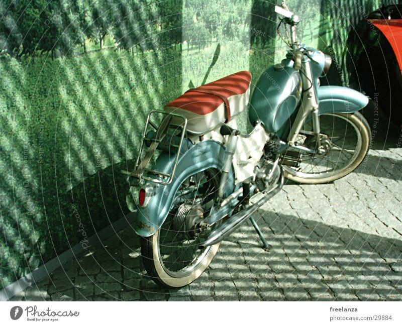 Pimp my Bike Kleinmotorrad Oldtimer grün rot Felge Verkehr Licht