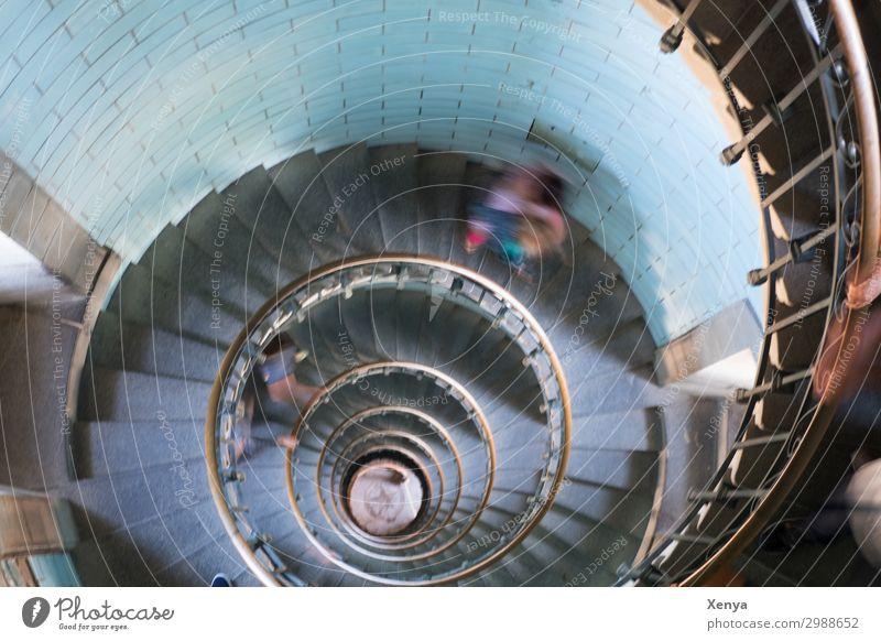 Wendeltreppe Leuchturm Treppe Architektur Geländer Treppengeländer Spirale Innenaufnahme Farbfoto Unschärfe Bewegung Bewegungsunschärfe türkis ästhetisch