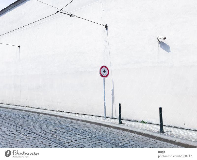 CL mag das Videokamera Überwachungskamera Technik & Technologie Stadt Altstadt Menschenleer Mauer Wand Verkehr Verkehrswege Personenverkehr