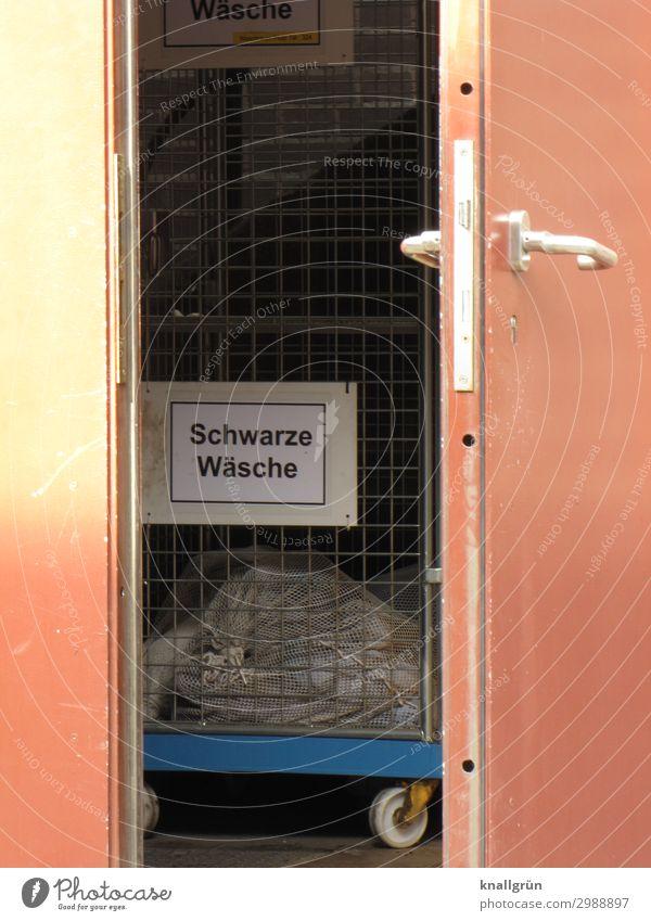 Schwarze Wäsche Tür Bekleidung Arbeitsbekleidung Schutzbekleidung Transportkarre Handwagen Griff Schriftzeichen Schilder & Markierungen Kommunizieren dreckig