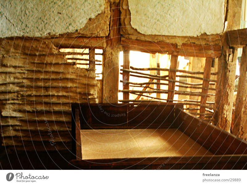 Spielwiese Holz Bett Bauernhof historisch Scheune Gestell