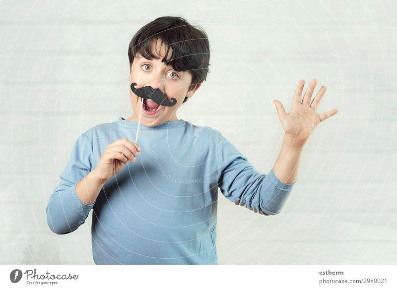 Glücklicher father´s Tag, Junge mit falschem Schnurrbart am Stock. Lifestyle Freude Feste & Feiern Mensch maskulin Mann Erwachsene Vater
