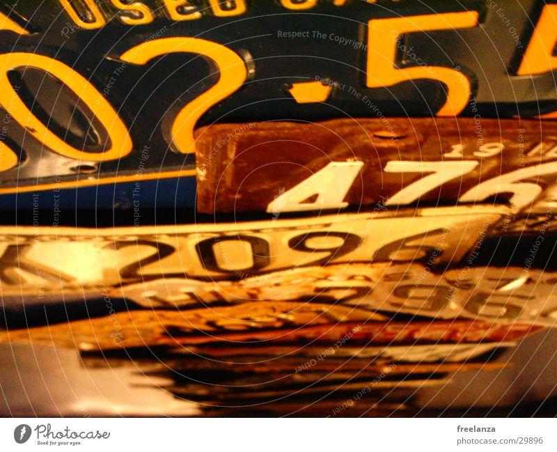 Nummernschild Amerika Ziffern & Zahlen Licht Verkehr blau braunn