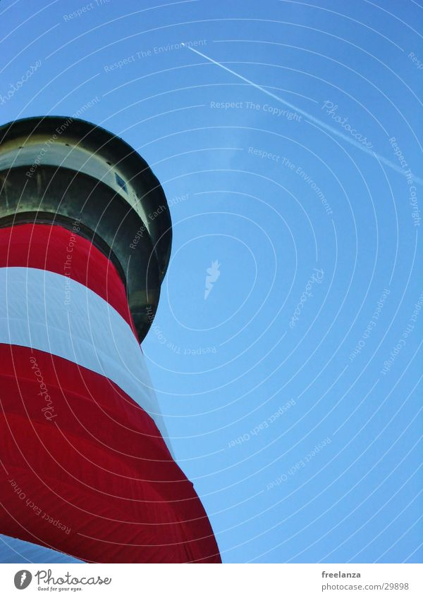 Wasserturm Himmel weiß blau rot Flugzeug Turm historisch