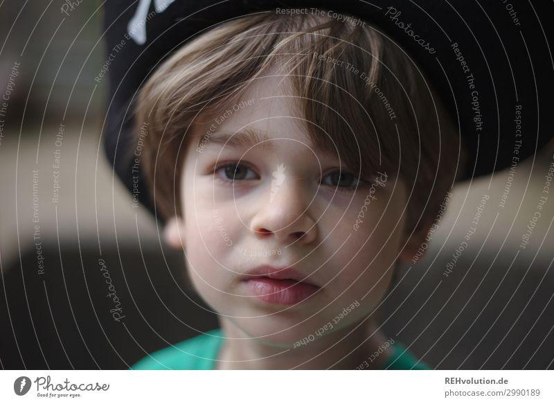 kind mit piratenhut Freizeit & Hobby Spielen Mensch maskulin Kind Junge Kindheit Gesicht 1 3-8 Jahre T-Shirt Haare & Frisuren Coolness klein natürlich Mut
