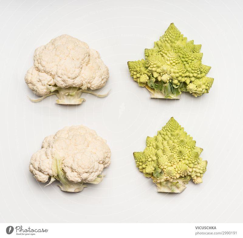 Blumenkohl und Romanesco Kohl auf weißem Hintergrund Lebensmittel Gemüse Ernährung Lifestyle Stil Design Gesunde Ernährung Vitamin Brokkoli Hälfte