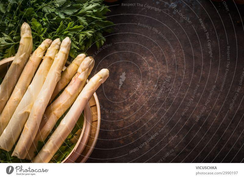 Frischer Spargel im Bambus Dampfer Lebensmittel Gemüse Ernährung Bioprodukte Vegetarische Ernährung Diät Stil Gesunde Ernährung Tisch Restaurant Design