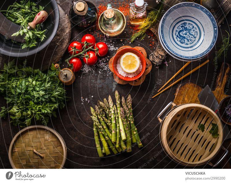 Grüner Spargel mit asiatischer Bambus Dampfer Lebensmittel Gemüse Kräuter & Gewürze Ernährung Bioprodukte Vegetarische Ernährung Diät Asiatische Küche Geschirr